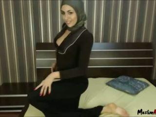 Arab hijab tyttö needs kukko