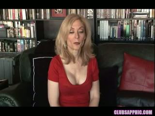 Nina hartley και sinn sage φθάσουν τους goals και celebrate με ένα λίγο σεξ
