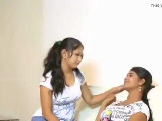 Cuties tries τους πρώτα λεσβία, ελεύθερα ινδικό πορνό βίντεο f3