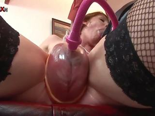Cock Sucking Hentai Doll Gets Pussy Pumped