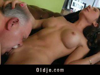 Старий butler служити секс для його spoiled леді бос