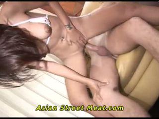 Asiática chica pequeñita