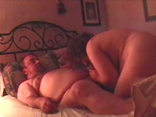 Kövér guy és egyetlen anya szomszéd van playful szex 1 a 3