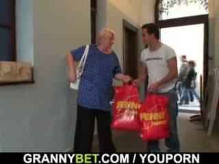 El easily seduces vechi bunica