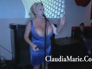Reusachtig tieten claudia marie singing en vervolgens geneukt door bbc