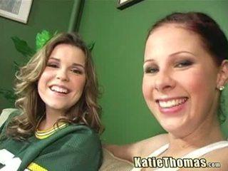 Katie e dela namorada taking um negra shlong