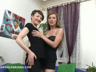 Olga punishes sarah su a didžiulis strapon analinis dildo