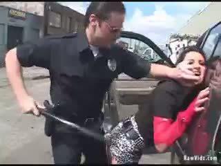 Brünette arsch gefickt von rallig polizist
