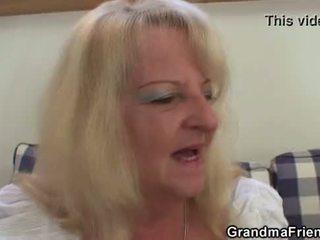 Blondi mummo takes two iso cocks at kerran