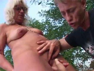 Granny õues seks