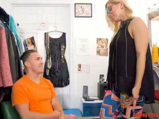 Mommy works at a strip klub (modern ngaronda family)
