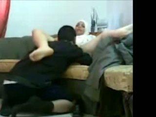 Arab еврейски момиче в офис с тя клиент