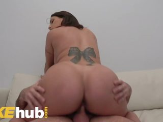 Titten Bouncing Out BH Große Ashley Graham