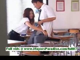 Yuki asada od idol69 vyzreté ázijské učiteľka na školské gets a fajčenie