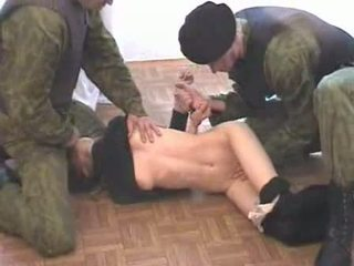 Two צבא men brutalize terrorist וידאו