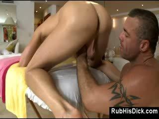 同性戀者 承擔 fucks guy 在 他的 屁股 上 按摩 表