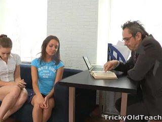 Tricky γριά δάσκαλος: διεστραμμένος/η δάσκαλος fucks two hotties
