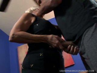 Grande boobie nonna vikki vaughn likes coarse grande cazzo sesso