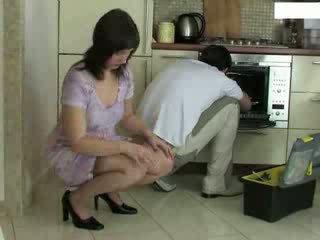 家庭主妇 和 repairman 视频