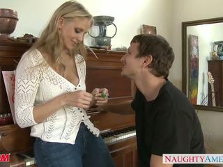 Mamuśka w seksowne dżinsy julia ann gets nailed