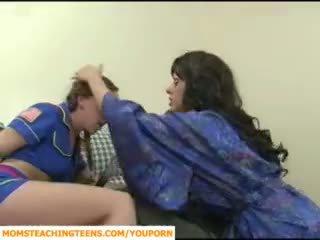 妈妈 seducing 男孩 和 青少年 女孩 scout