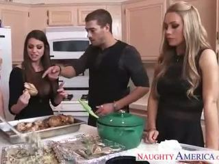 Karstās cuties brooklyn chase, nicole aniston un vasara brielle gets nailed