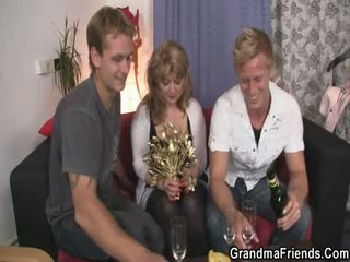 2 Dudes Bangs Slutty Mom
