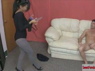 Nóng cô gái fucking guys với strapons femdom pegging pantyhose hậu môn