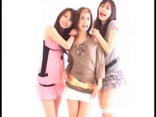 Asyano girls swallowing
