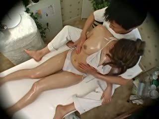 Spycam צורה מודל seduced על ידי masseur 1