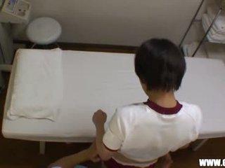 Reluctant teengirl seduced por masseur 2