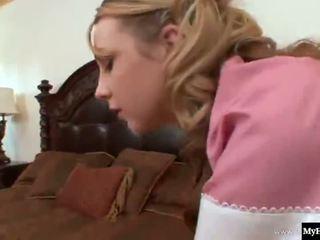 Секси блондинки 18-year-old, amy valor, е а прислужница който gets себе си а thorough