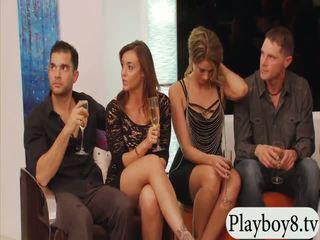 แต่งงานแล้ว คน swinging และ กลุ่ม เพศ ใน playboy mansion