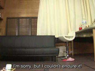 Subtitled アマチュア 日本語 pee desperation failure で 高解像度の