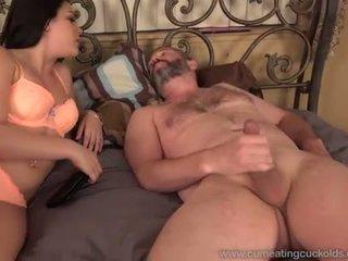 Abielumees watches ja eats üles sperma