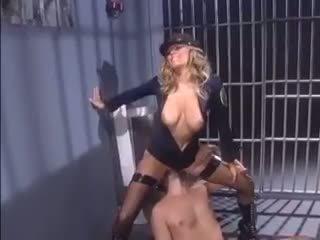 Female 警察 seduces an inmate