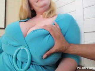 Krūtainas lielas skaistas sievietes mammīte tiffany blake loves tumšs loceklis - porno video 731