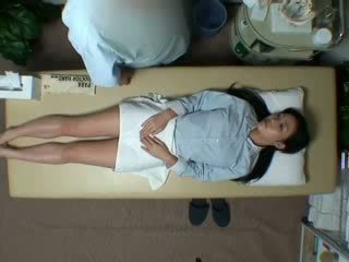 Spycam reluctant 妻子 seduced 由 masseur