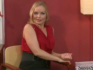 брюнетка, пъпеши, порно актриса