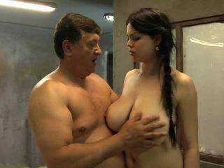لها كبير الثدي are going فوق و إلى