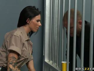 Seksi guard hooked üzerinde prisoner