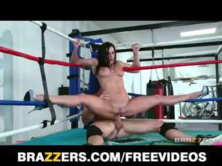 大きい 乳首 kendra lust fucks a レスリング champion で ザ· ring
