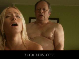 Tłusta stary człowiek gets fucks gorące młody blondynka