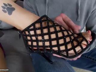 ร้อน หญิง giving ใช้เท้า และ ขึ้นขี่ ควย