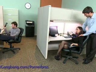 Coworkers 力 一 double penetration 上 她的