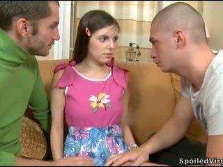 孩兒 seduced 成 三人行 性別