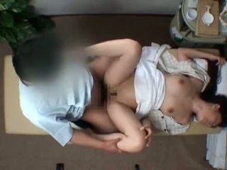 Mosaic; reluctant אישה seduced על ידי masseur