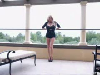 Kelly madison este o mare titty lovers sărbătoare