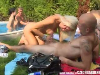 Amatur besar-besaran terbuka udara pesta seks berkumpulan <span class=duration>- 6 min</span>