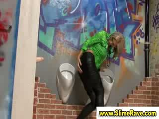 Glamouors babe gets cumshower from cock in gloryhole